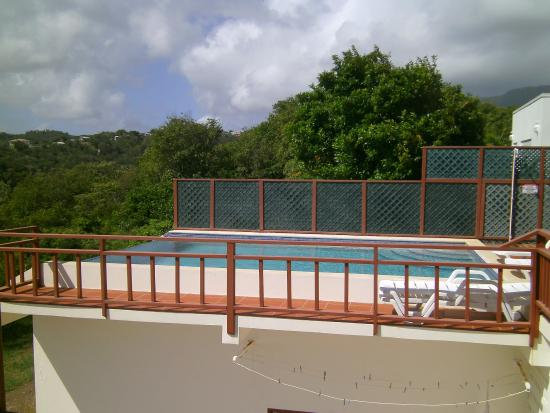Crochu, Grenada: The Infonity Pool - only for Two Bays