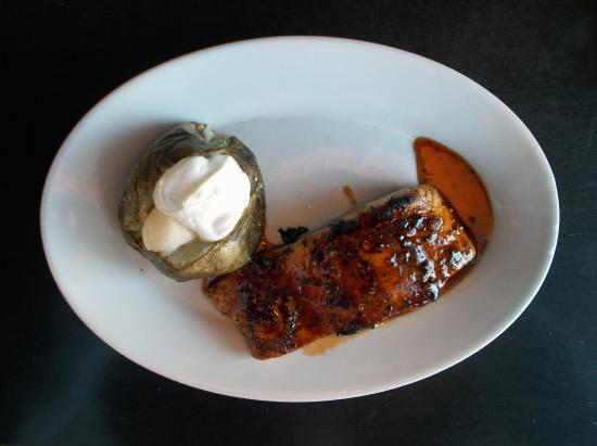 Culpeper, Virginie : Glazed salmon and baked potato-1-3-16