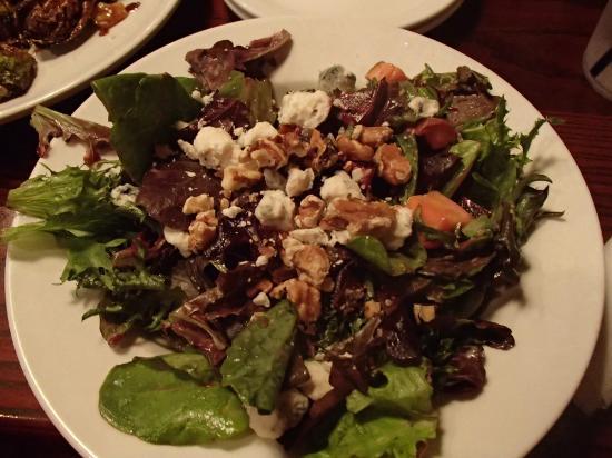 Two Stones Pub Kennett: Beet & Goat Cheese Salad