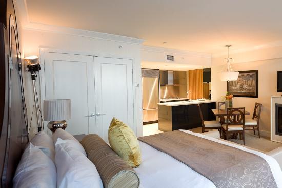 Boutique Solarium Room - Picture of L'Hermitage Hotel, Vancouver