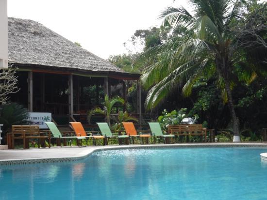 Laru Beya Resort & Villas: Pool/Quarterdeck Restaurant