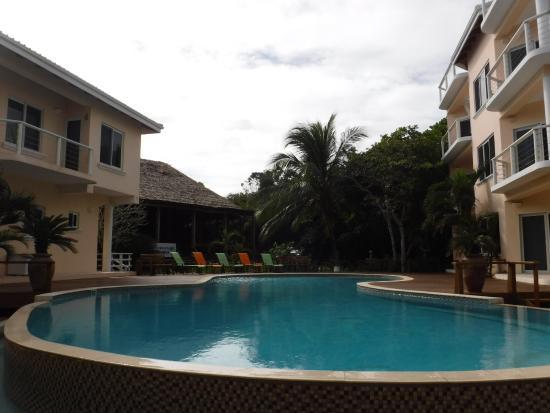 Laru Beya Resort & Villas: Pool