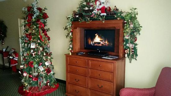 The Inn at Christmas Place: tv frontroom
