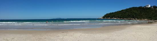 Governador Celso Ramos, SC: Linda praia de águas cristalinas,  ondas e peixes.  Vale a pena!