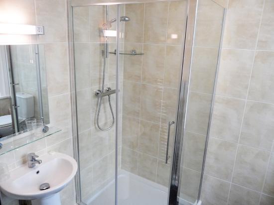 Medehamstede Hotel: Refurbished Bathroom