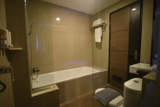 Atlantic City Hotel Grand Deluxe Bathroom