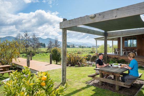 Eden's Edge Lodge: Beautiful gardens, beautiful views