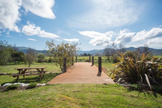 Eden's Edge Lodge: Peaceful New Zeland landscape