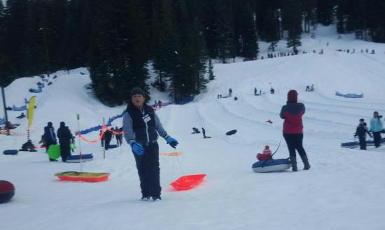 Pinecrest, Californië: Leland snow play fun 2016