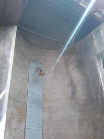Samui Heritage Resort : opened roof bathroom