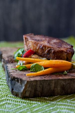 Medowie, Австралия: Dinner- Local Hunter Valley rump with seasonal vegetables & mushroom sauce