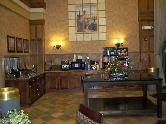 Sioux Falls ClubHouse Hotel & Suites: Breakfast area
