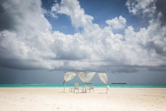 Four Seasons Resort Maldives at Landaa Giraavaru: Beach Dining at Blu