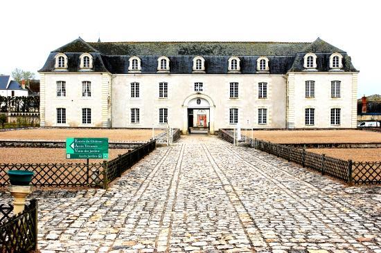 Chateau de Villandry: Front view of the Chateau