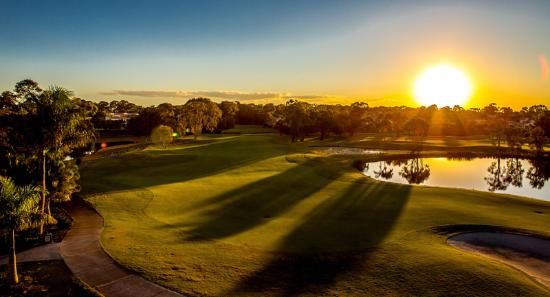 Noosa Springs Golf & Spa Resort: Another beautiful sunset on the course