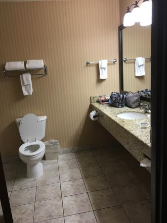 West, TX: Nice bathroom - just needs a small night light