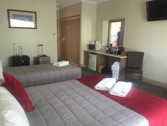 Club Motor Inn: motel room