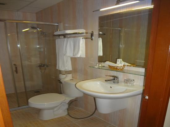 Silver River Hotel: 浴室