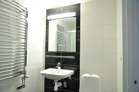 Hultsfred, Suecia: Nyrenoverad badrum på samtliga rum på Hotellet