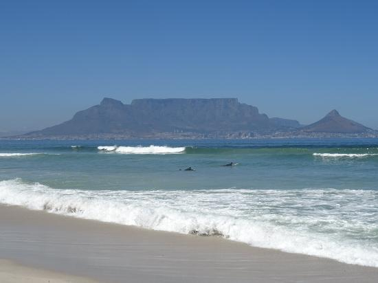 Bloubergstrand Beach: The view over Table Mountain and Cape Town