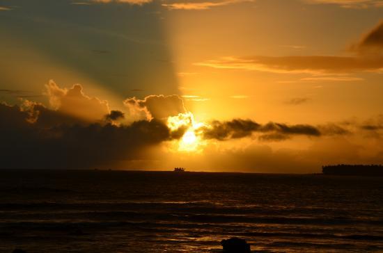 Pirates Cove Beach and Surf Resort: Sunrise