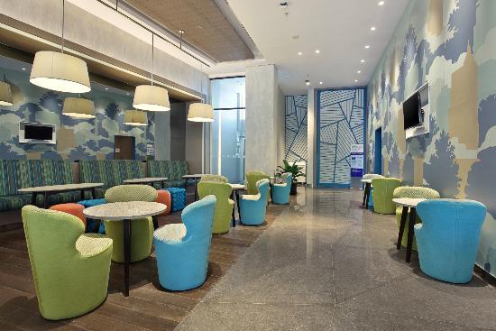 lobby sitting area of holiday inn express jakarta wahid hasyim rh tripadvisor ie