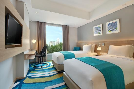 twin bedroom of holiday inn express jakarta wahid hasyim picture rh tripadvisor com sg