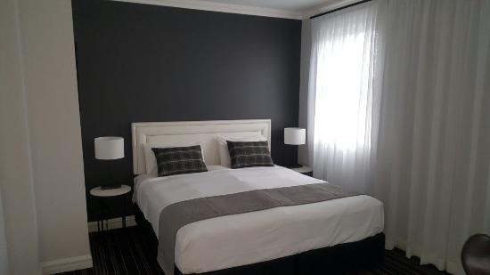 Perouse Lodge: Clean, comfortable, sleek, renovated rooms