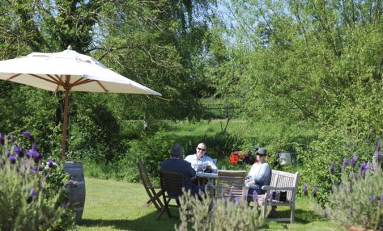 Oatley Vineyard: Wine tasting in front of the farmhouse
