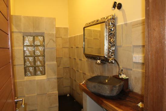 Junjungan Suite Villa: Bathroom
