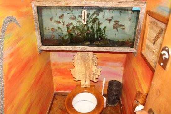 Little Paradise Lodge: Toilet