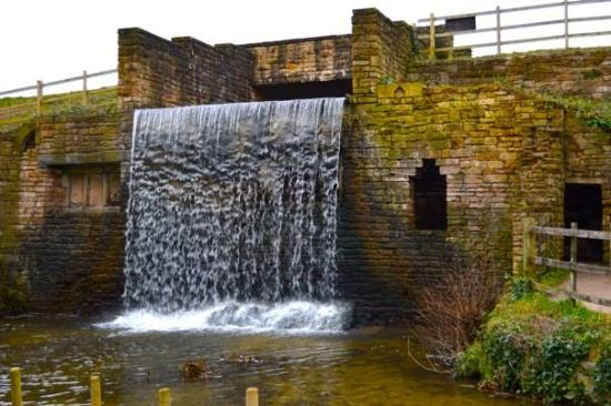 Ravenshead, UK: The cascade