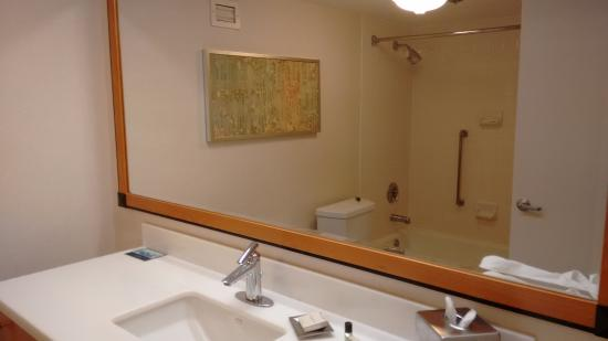 bathroom picture of hilton san francisco airport bayfront rh tripadvisor com