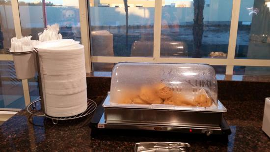La Quinta Inn & Suites Anaheim Disneyland: Waffles