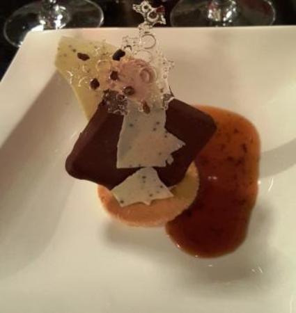 Montaren-et-Saint-Mediers, Francia: Dessert chocolat caramel truffé ! A la table voisine, une dame en prit deux !