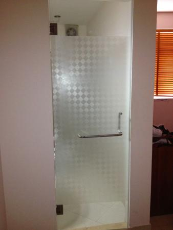 bathroom picture of giang son guesthouse 2 ho chi minh city rh tripadvisor com