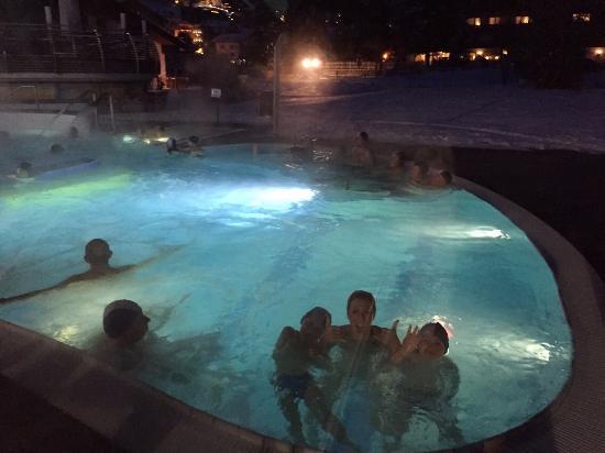 La piscina esterna al Mar Dolomit
