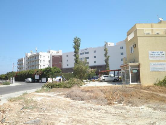 Pernera Beach Hotel: Hotel