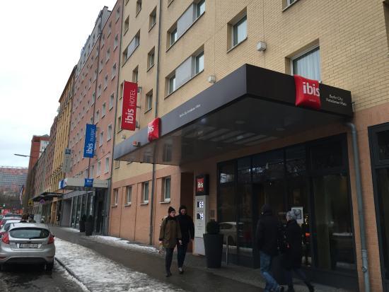 Ibis Berlin Kurfurstendamm: вход в отель