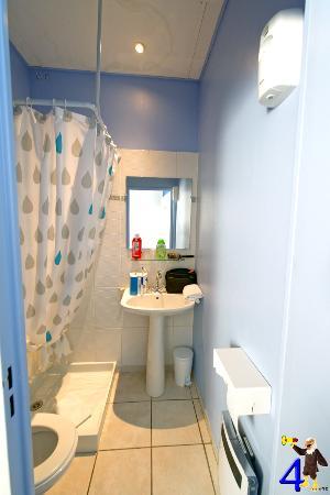Hotel Abelia : Cabinet de toilette