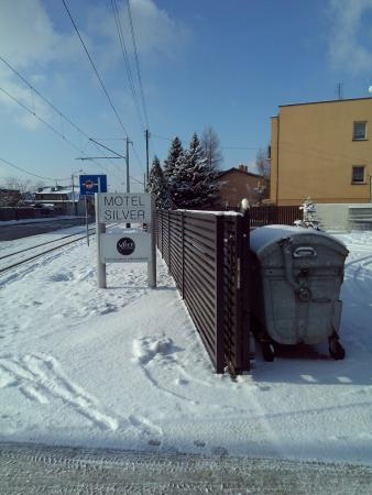 Konstantynow Lodzki, Polen: Вывеска и въезд отеля