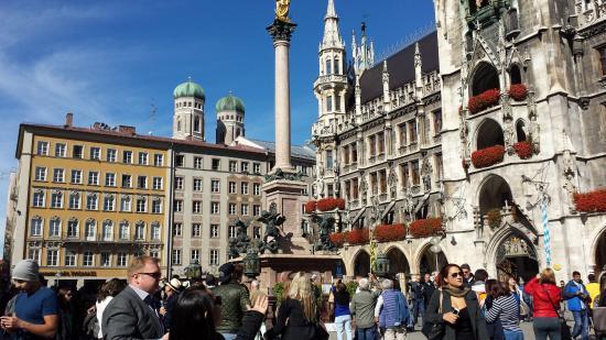 Glockenspiel am Rathausturm : Marienplatz