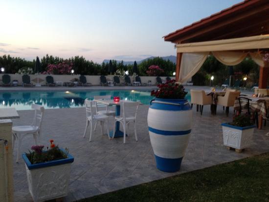 Mediterranean Studios Apartments: Pool area
