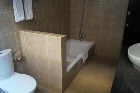 Puri Saron Hotel Baruna Beach Cottages Bali: Salle de bains