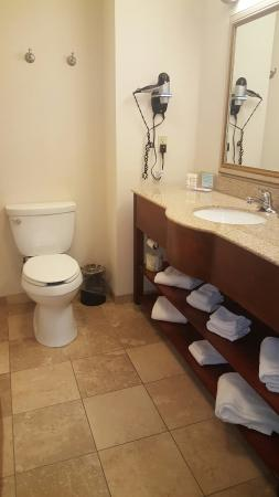 clean bright room picture of hampton inn suites dayton vandalia rh tripadvisor ie