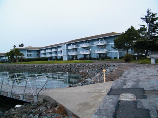 back of hotel balconies facing bay picture of the marina inn on rh tripadvisor com