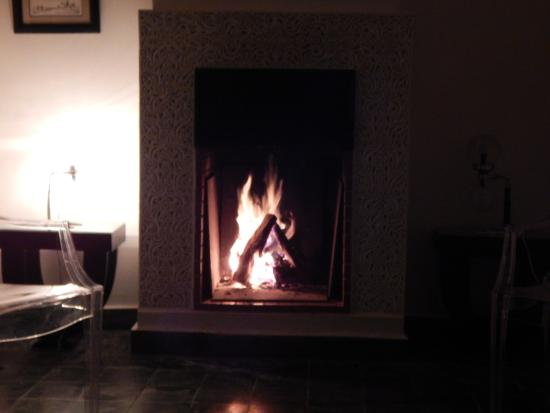Bellamane, Ryad & Spa: cheminée suite design