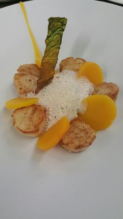 Restaurant Kasbur : noix de saint jacques du Cotentin, palets et purée de butternuts, tombée de choux frisé et écume