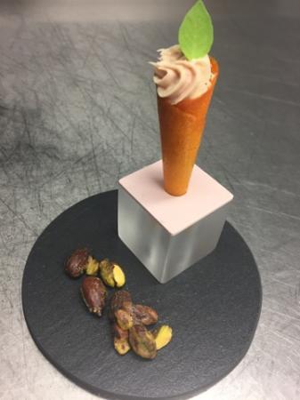 Monswiller, France : cône carotte, mousse au speck du tyrol