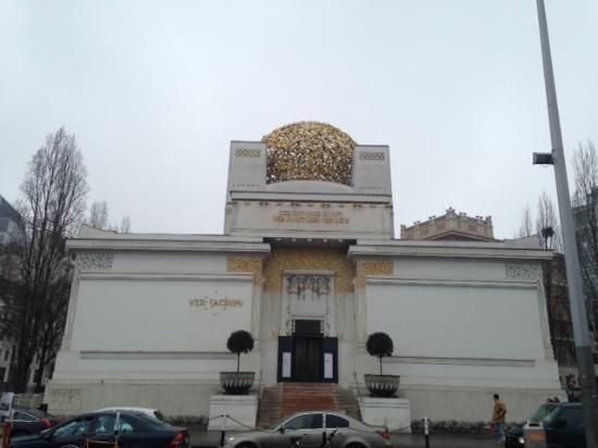 Secession Building (Secessionsgebaude) : A view of the secession building